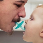 Sucking on your kid&#8217;s pacifier is Good