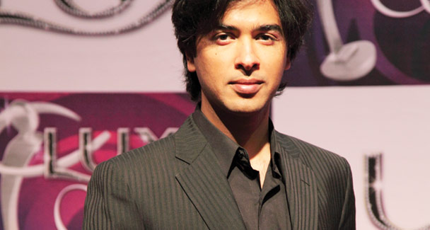 http://www.rewaj.pk/wp-content/uploads/2009/12/shehzad-roy-won-the-award-for-best-music-album-qismat-apney-haath-main.jpg
