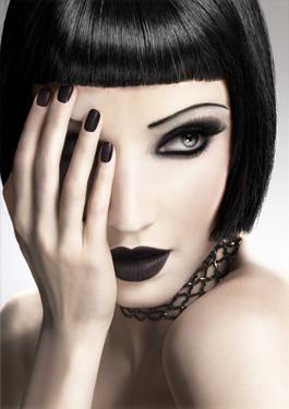 Gothic eye make up-Be Bold