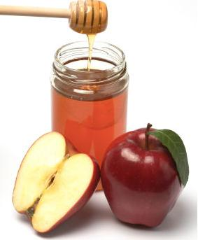 Treat oily skin with apple
