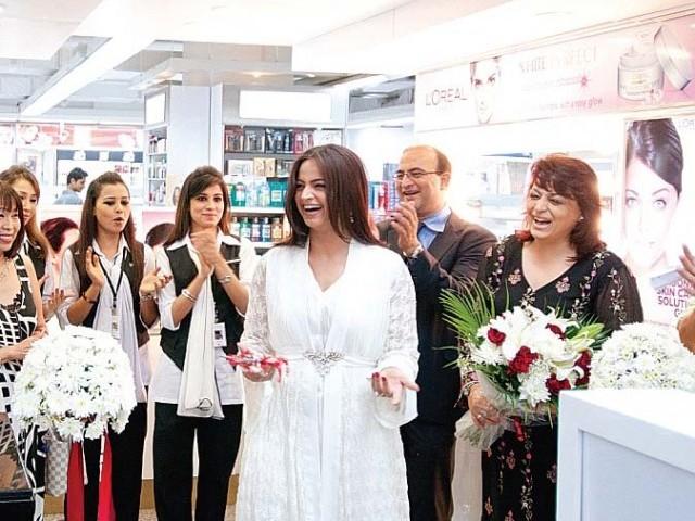L'Oreal Paris make-up studio at Naheed Super Store