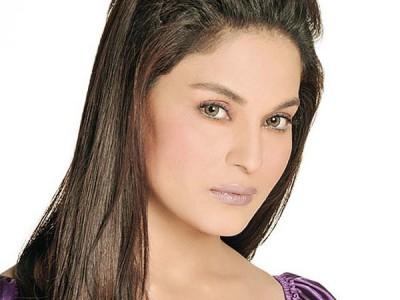 Controversy queen Veena malik
