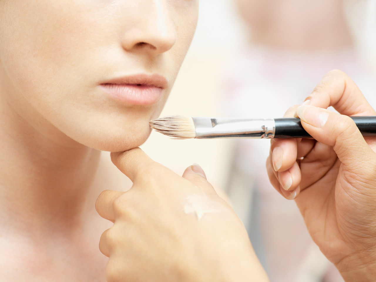 Five Tips on How to Use Makeup at Night