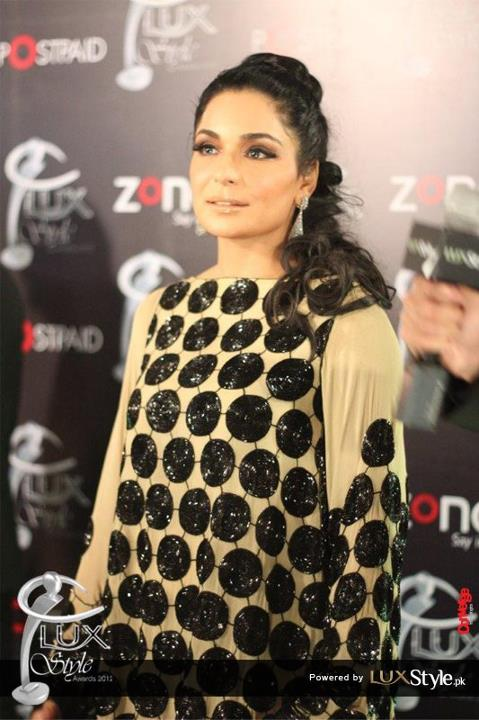 Meera jee on Lux Style Award 2012 red carpet