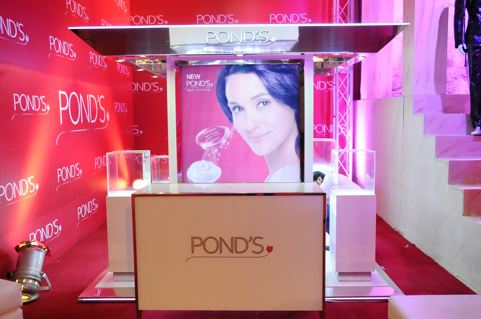Ponds Reveal lounge at FPW 4