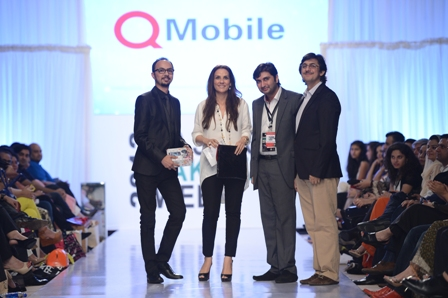 Q mobile Best Dressed celebrities Nomi Ansari & Safinaz Muneer with Murtaza Ahmed & Durraid Siddiqi