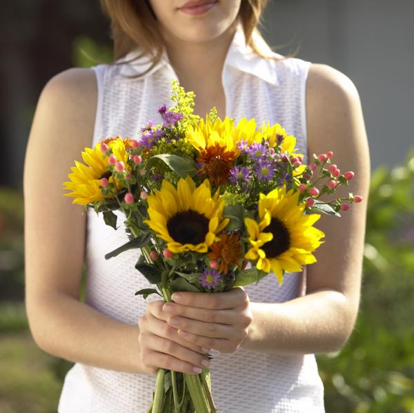 how to keep flowers from wilting