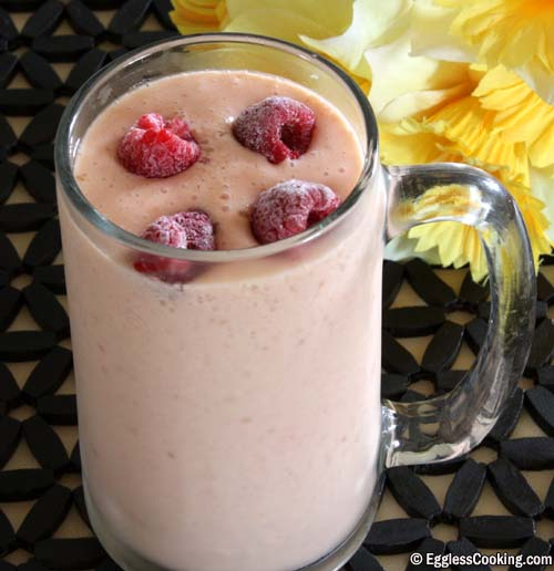 Low Calorie Raspberry and Mango Smoothie
