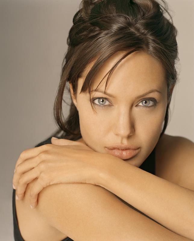 Angelina Jolie visit Pakistan to meet flood victims
