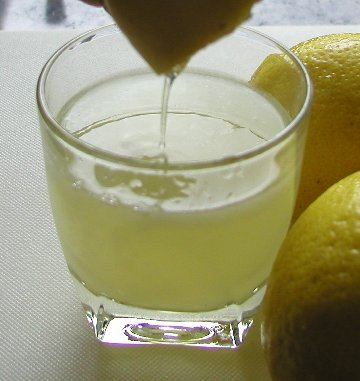yth or Fact: Can Lemon Juice Clear Up Acne?