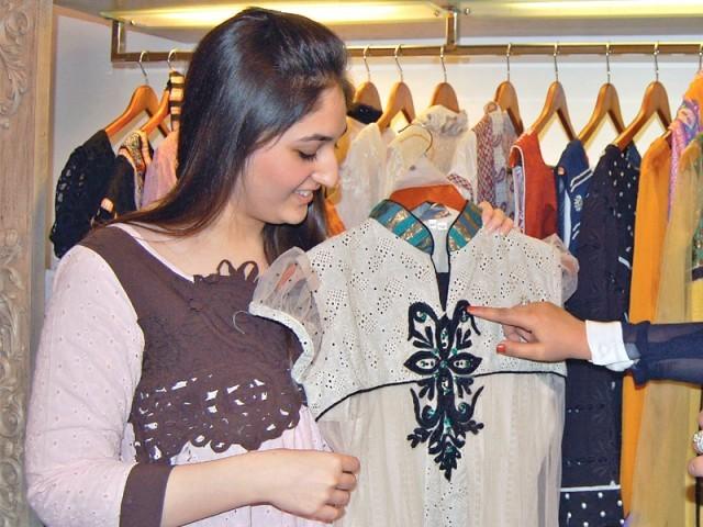 L'atelier: Clothing extravaganza