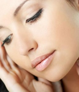Tips To Remove Make-Up With Natural Agents