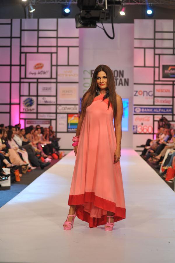 Frieha Altaf modelling for Nomi Ansari at FPW 3