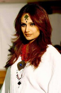 Mehreen Syed set for Bollywood debut