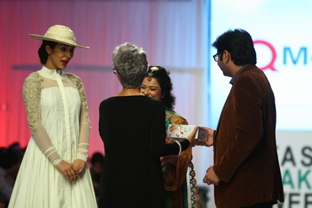 Best Dressed Celebrities at Fashion Pakistan Week 4 Day 2 Sania Saeed Ayaan