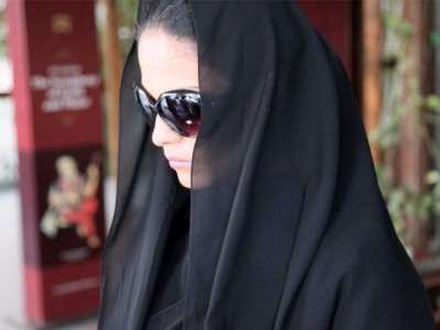 Veena Malik in a Burqa on Streets of Mumbai